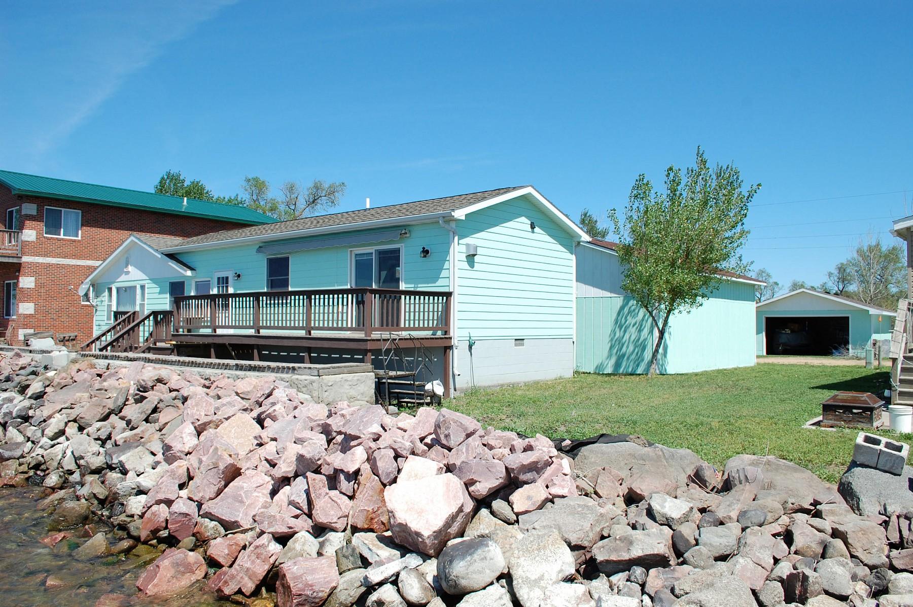 130 LakeDrive, Castlewood, SD 57223