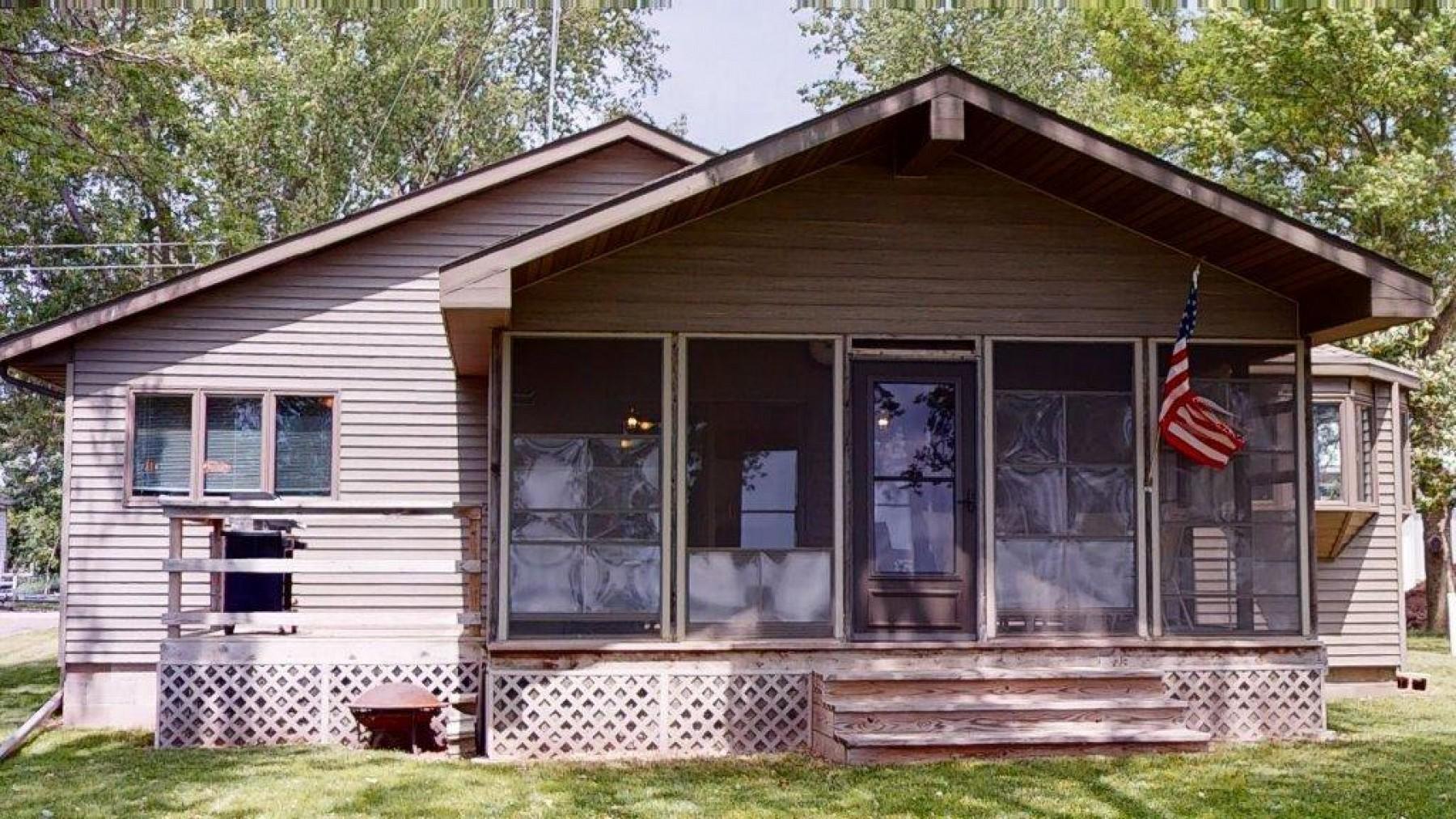 109 Lake HendricksDrive, Hendricks, MN 56136