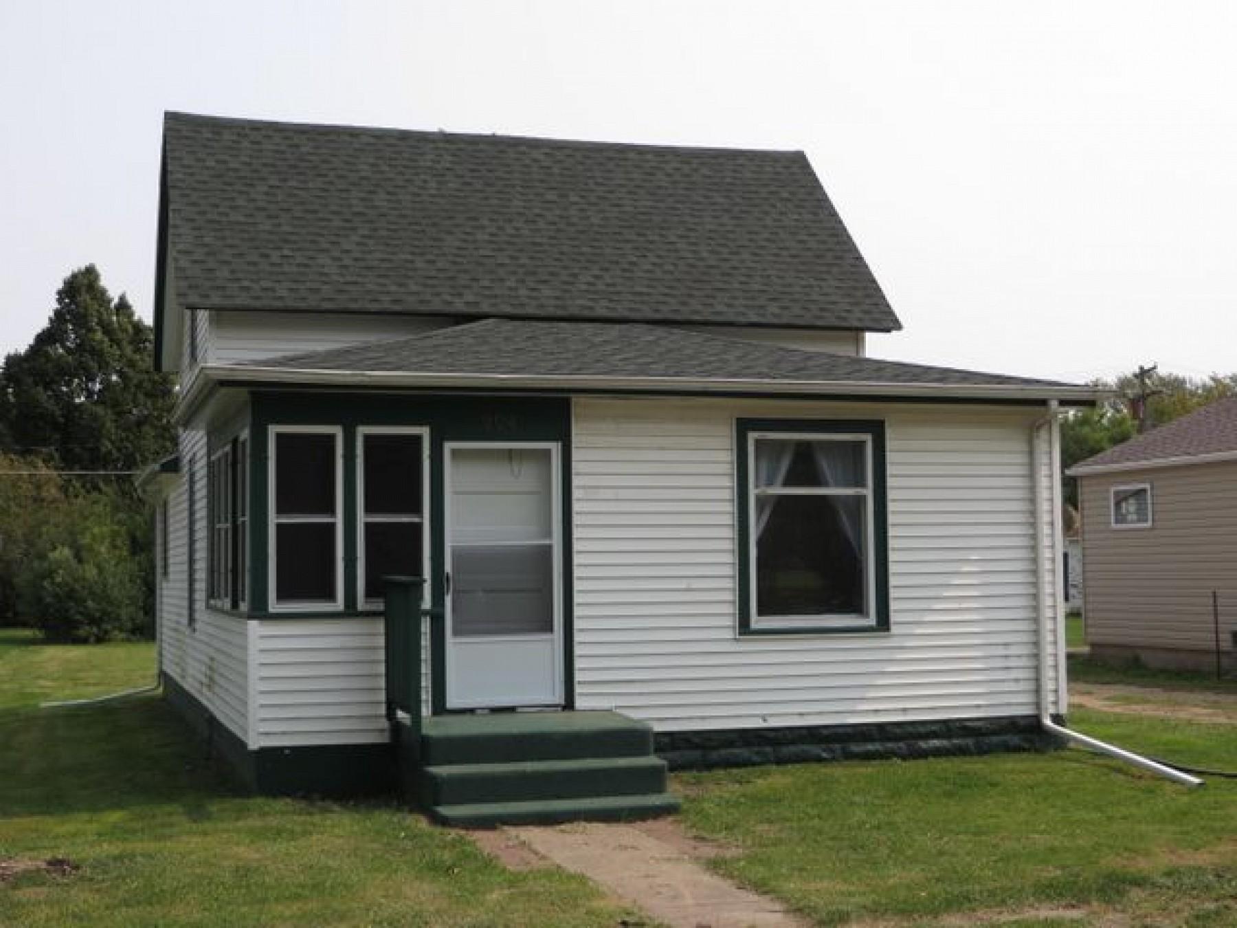 204 LakeAvenueS, Lake Preston, SD 57249