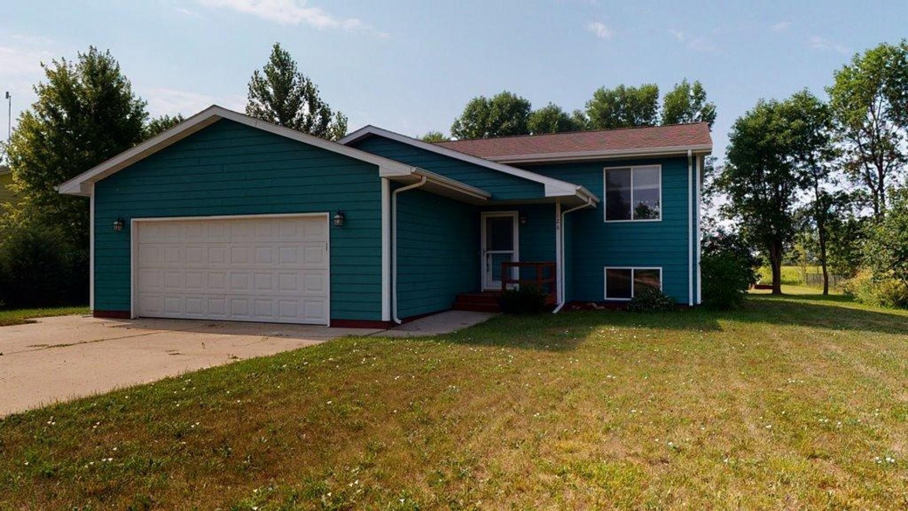 126 Twin OaksLane, Brookings, SD 57006