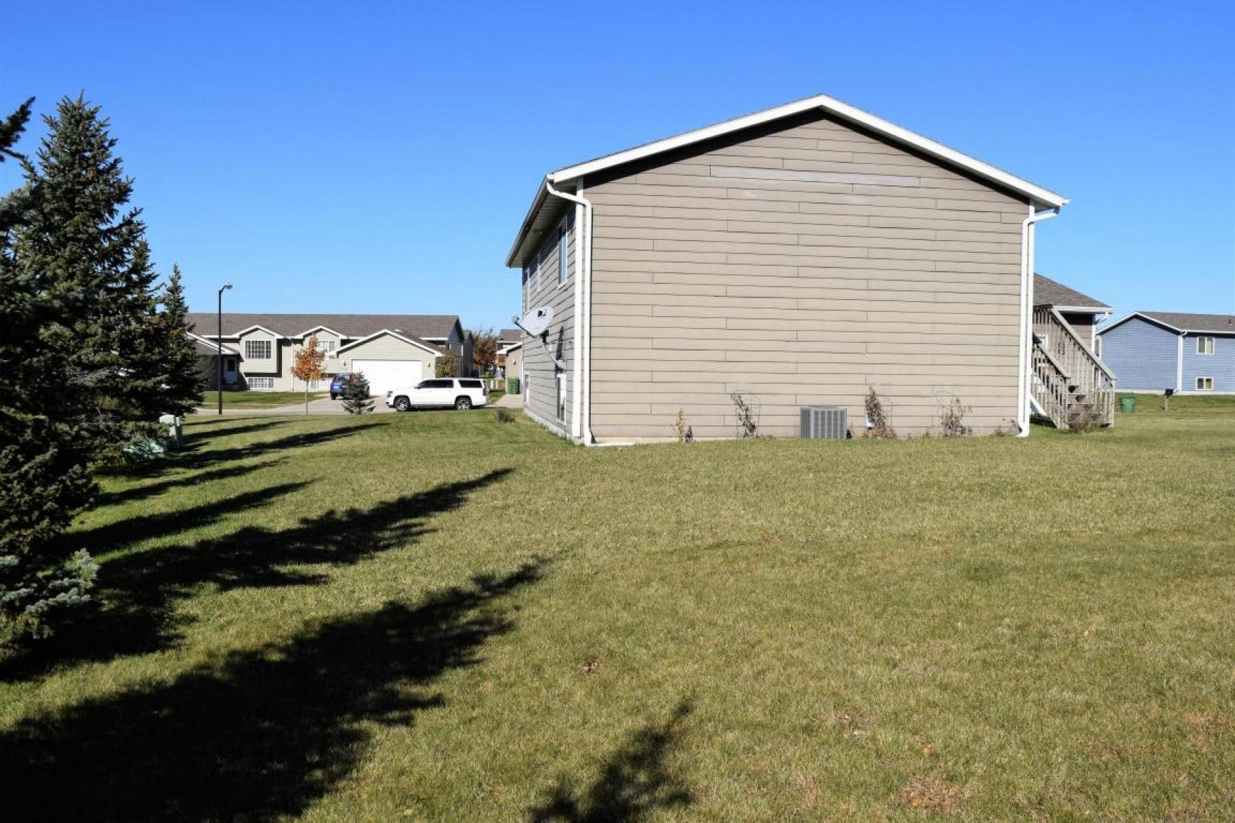 1327 SawgrassDrive, Brookings, SD 57006