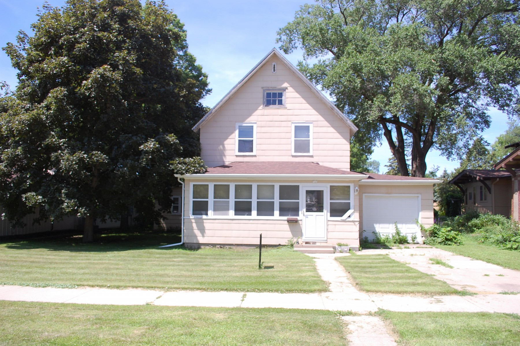 723 Main Avenue, Brookings, SD 57006