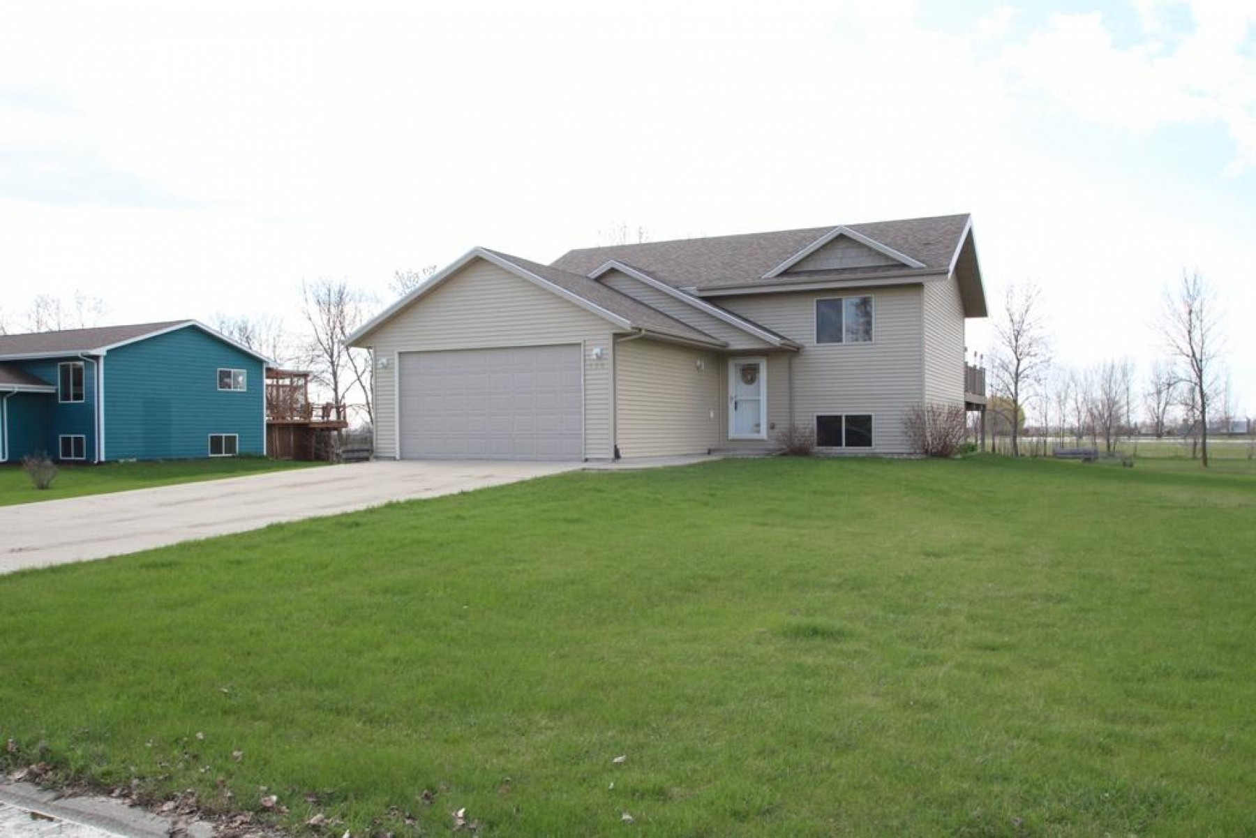 120 Twin Oaks Lane, Brookings, SD 57006
