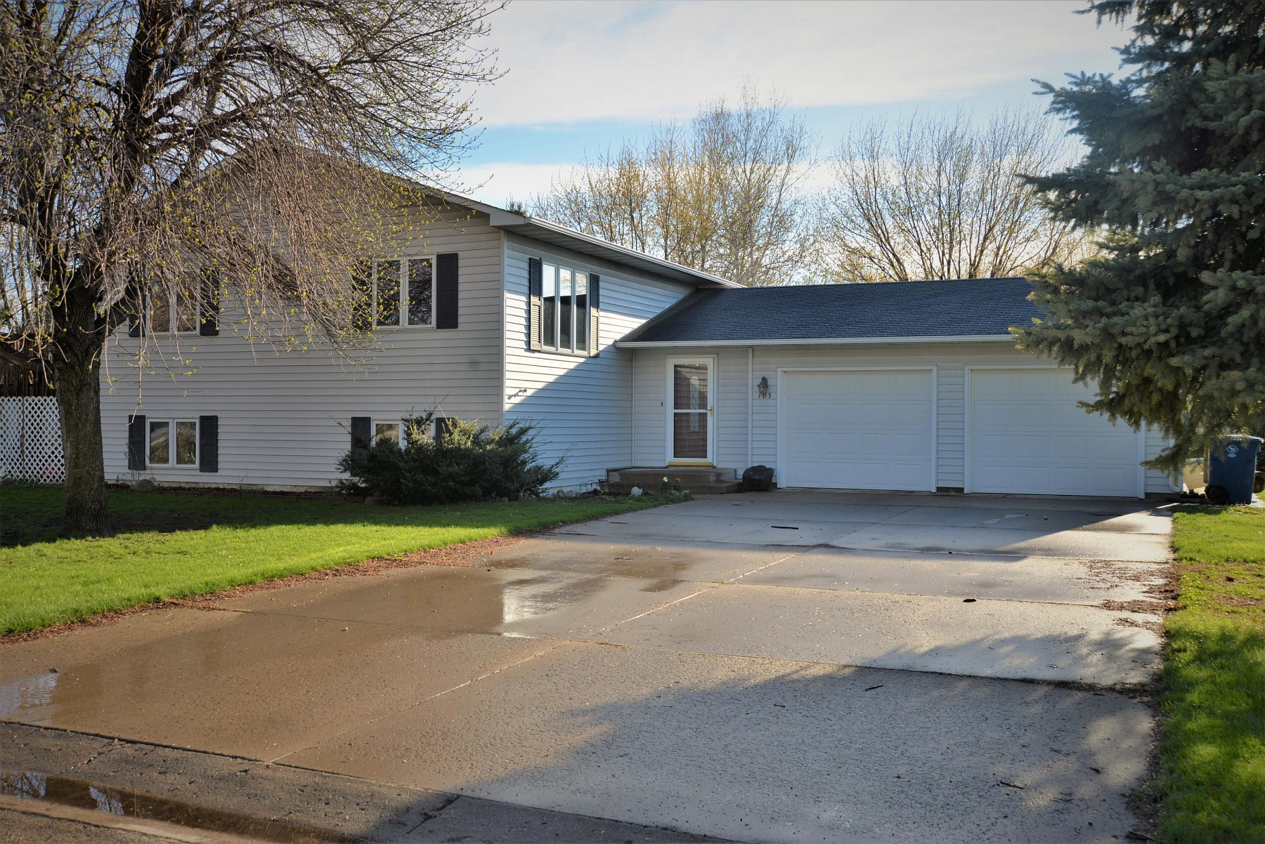 105 Jefferson Avenue, Volga, SD 57071