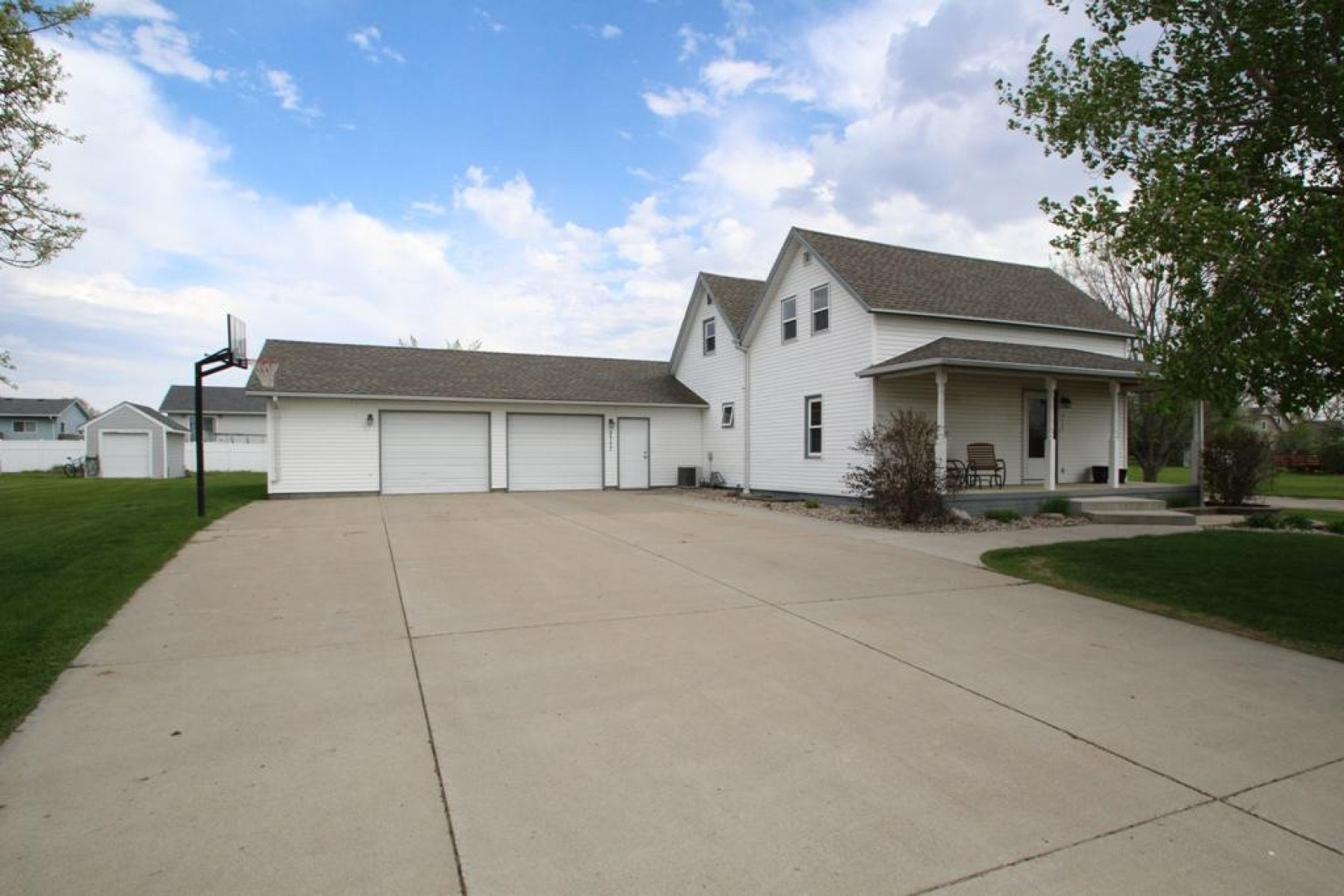 2117 Rhonda Road, Brookings, SD 57006