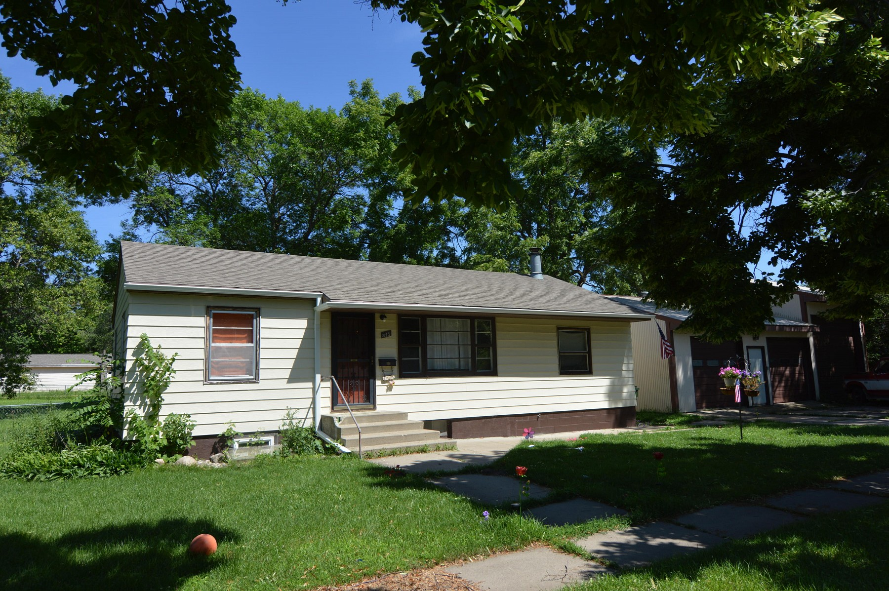 311 6th Avenue S, Brookings, SD 57006