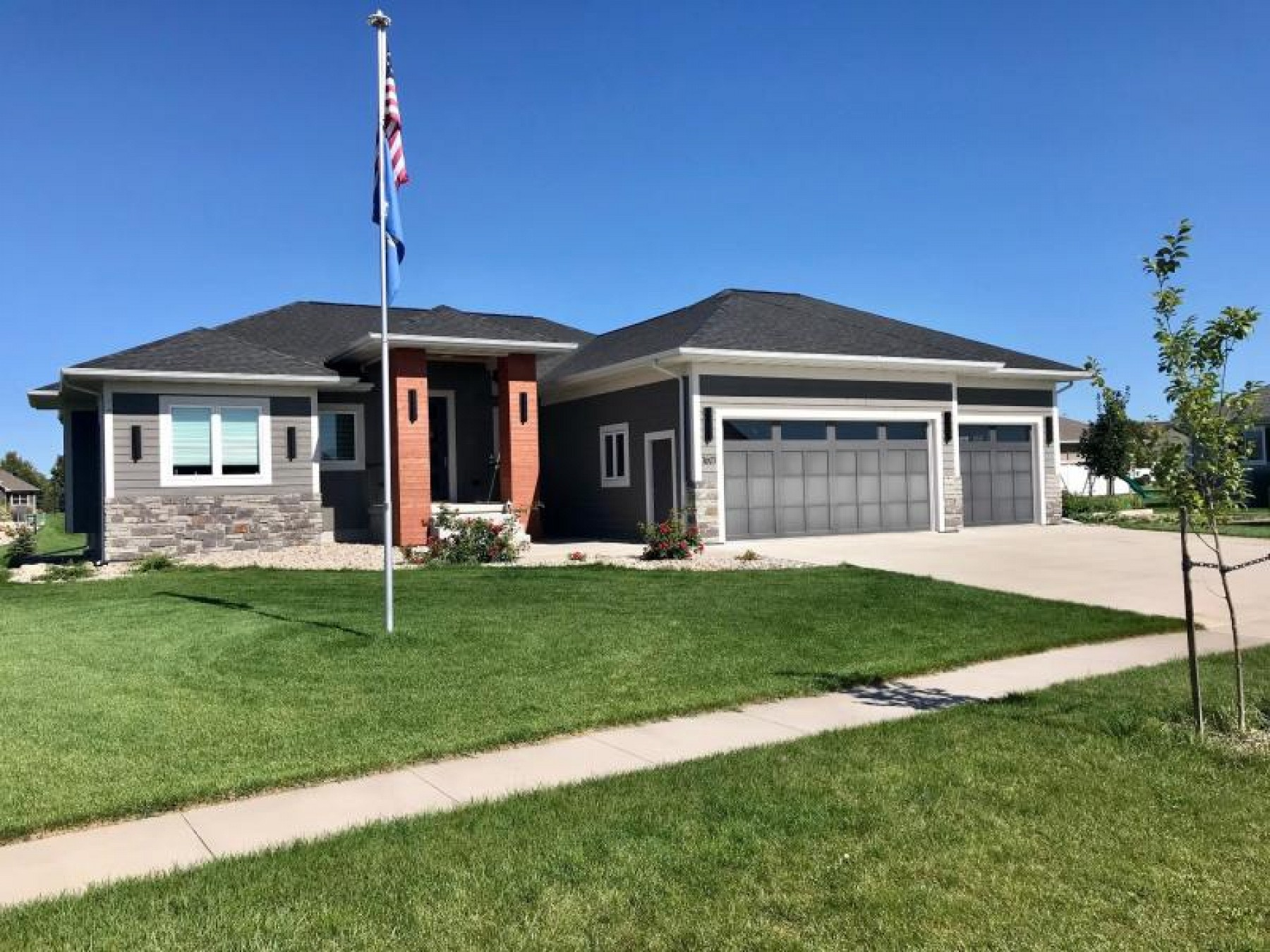 1601 Windermere Circle, Brookings, SD 57006
