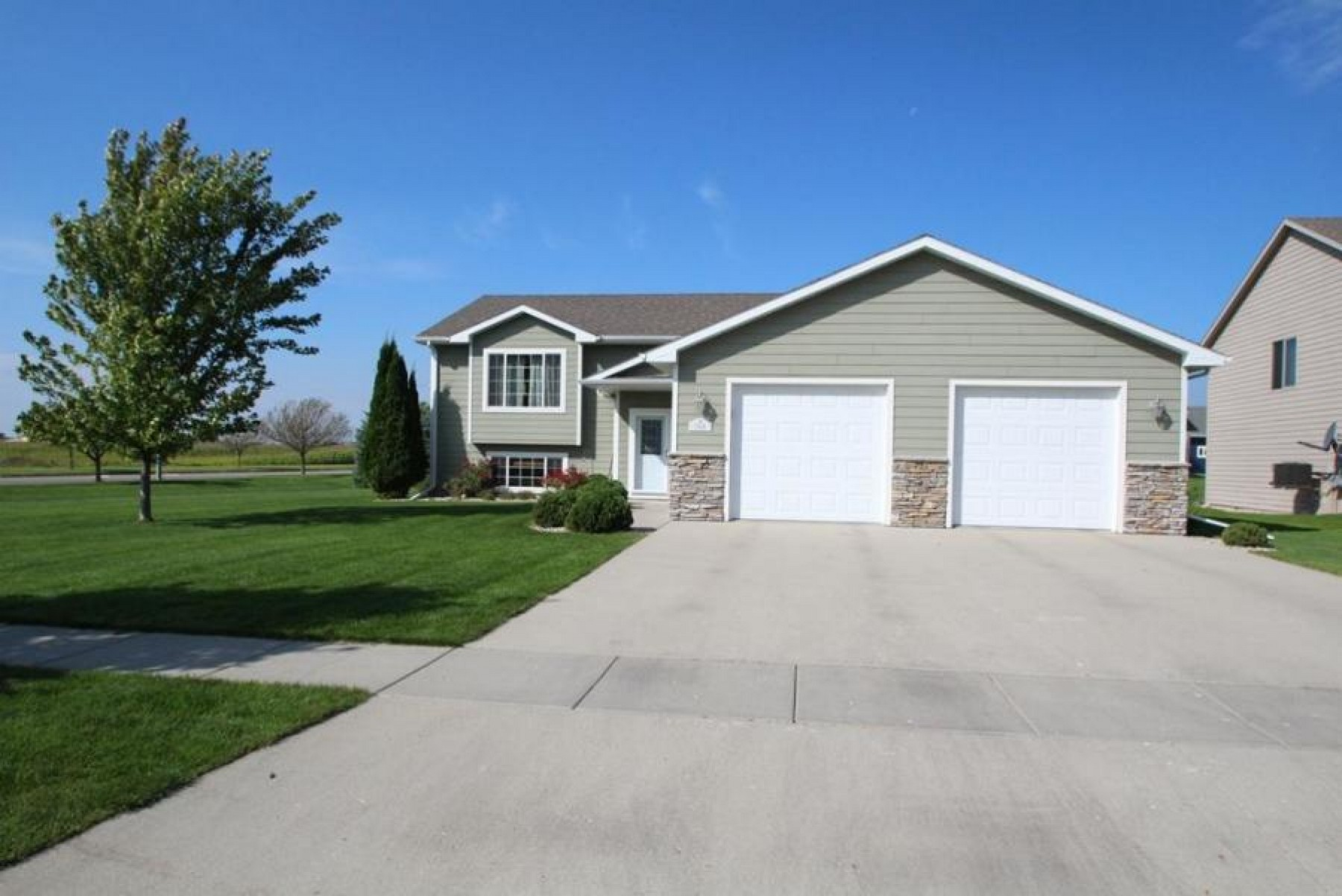 1926 Oriole Trail, Brookings, SD 57006