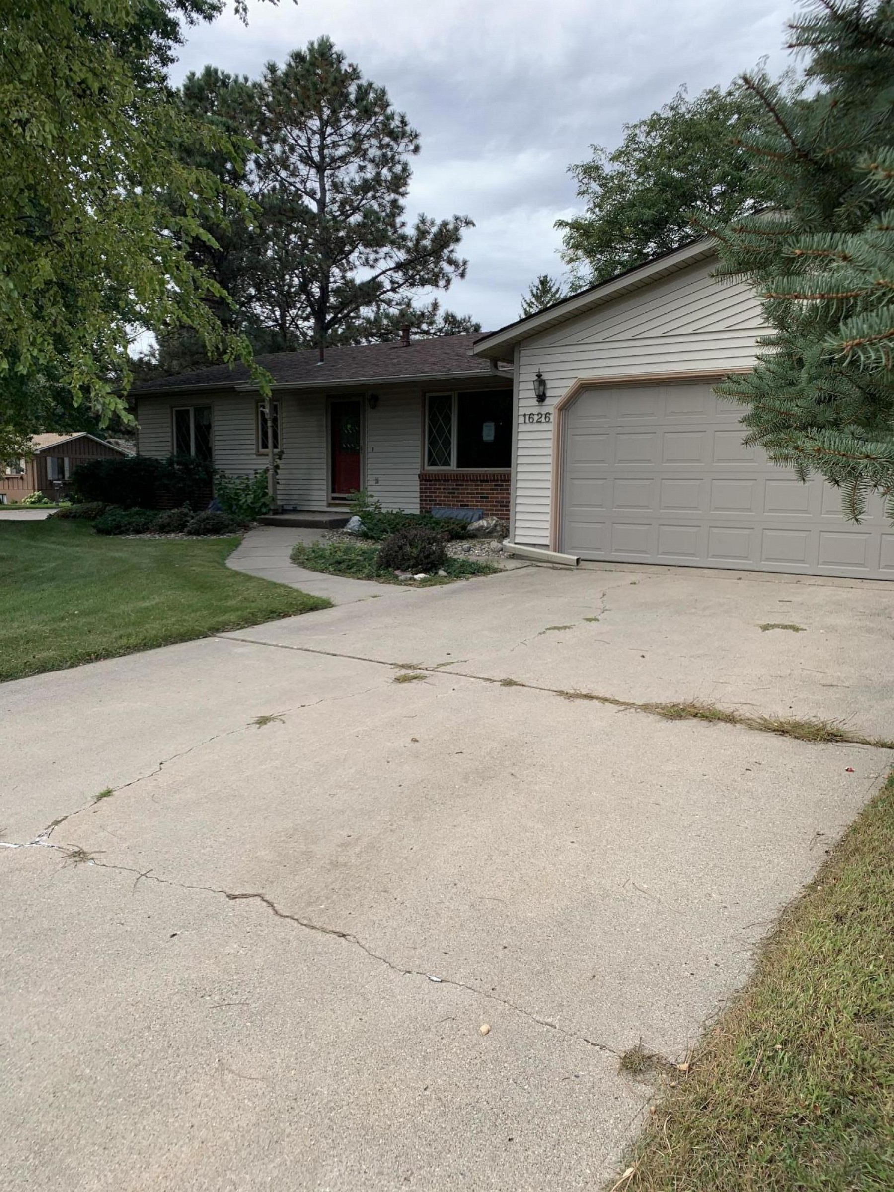 1626 Calumet Road, Brookings, SD 57006